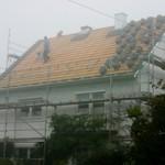 Die neuen Ziegel kommen aufs Dach