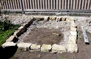 Neues Naturstein-Fundament