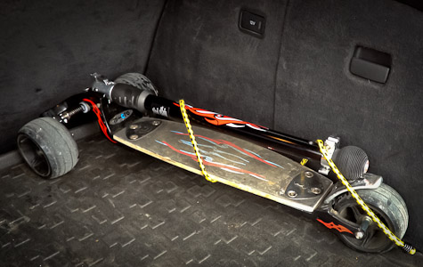 KickBoard im Kofferraum verstaut