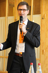 Harald Schirmer @ Enterprise 2.0 Summit Paris 2013 - Foto: Cogneon Akademie